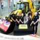 JCB celebra la producción de la retroexcavadora número 750.000
