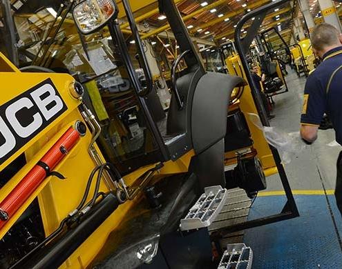 JCB detiene su producción al reducirse la demanda mundial de máquinas
