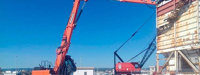 Doosan presenta la excavadora de demolición DX235DM