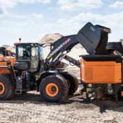 Doosan lanza la nueva cargadora de ruedas DL420-7 de Fase V