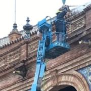 mateco trabaja en la Plaza de España de Sevilla