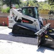 Primer esparcidor de suelo y asfalto Bobcat entregado en España