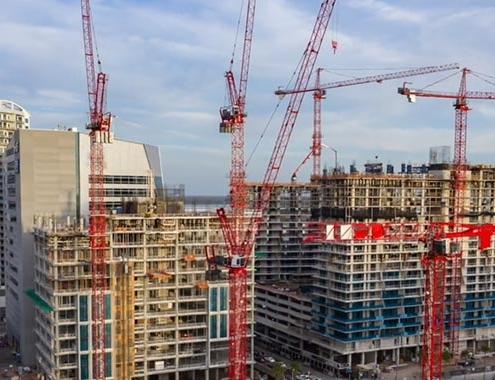 Flota de grúas Potain en la construcción de un complejo de viviendas en Tampa