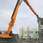 Doosan incorpora el modelo DX530DM a la gama de excavadoras de demolición