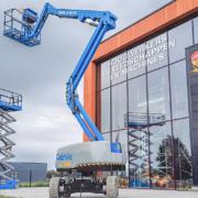 Gran comienzo de la plataforma articulada híbrida Genie Z-45 FE en Europa