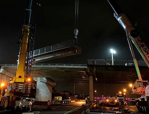 Dos grúas Grove para reemplazar un puente en Nueva Zelanda