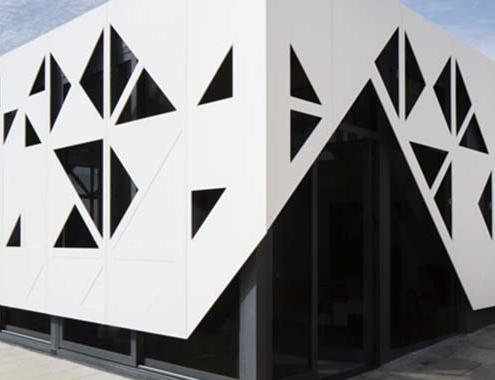 Fachada ventilada de muro cortina HI-MACS para un colegio de Portugal