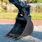 Mecalac lanza garra hidráulica para sus excavadoras 6MCR y 7MWR