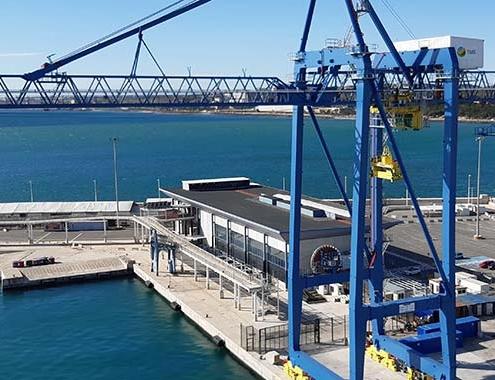 Nueva grúa de contenedores Liebherr Ship to Shore en el Puerto de Alicante