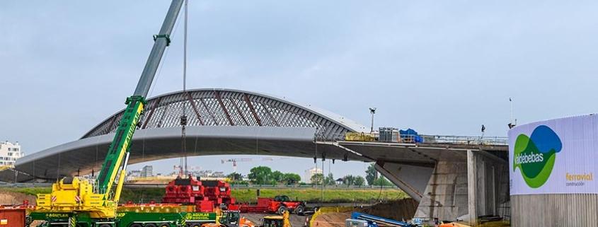 La grúa móvil LTM 1750-9.1 en el proyecto del Puente de la Concordia