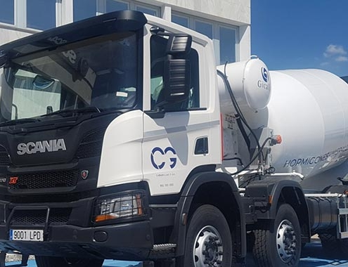 Áridos y Hormigones Hispalenses incorpora 3 Scania XT