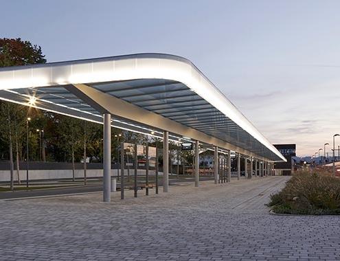HI-MACS® ilumina la estación central de autobuses de Weilheim, Baviera