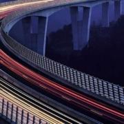 Hormigón magnetizado para carga continua de vehículos eléctricos