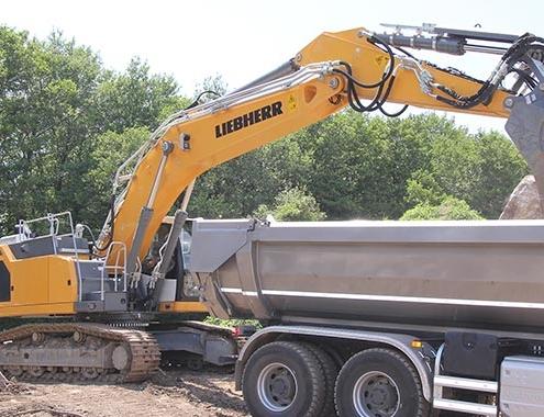 Primera excavadora sobre cadenas Liebherr R934 G8 en Córcega